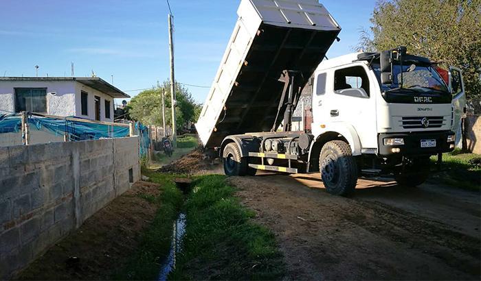 Apoyo con materiales para nivelación de caminería en Asentamiento Santa Isabel.