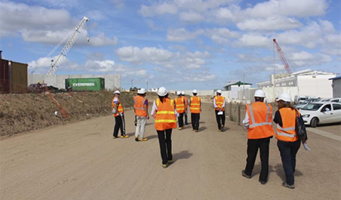 Alcalde y equipo técnico recorriendo obras de la UIPPL.