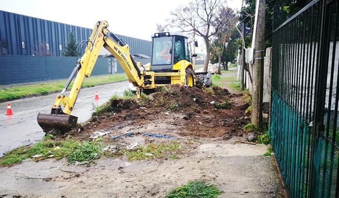 Retiro de tierra y escombros en vereda Dr. Pantaleón Pérez entres Veracierto y Cambay.
