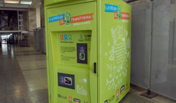 Así son los contenedores para reciclar aceite.
