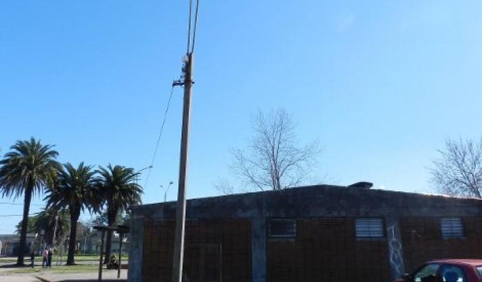 Luminarias nuevas en Policlínica Punta de Rieles